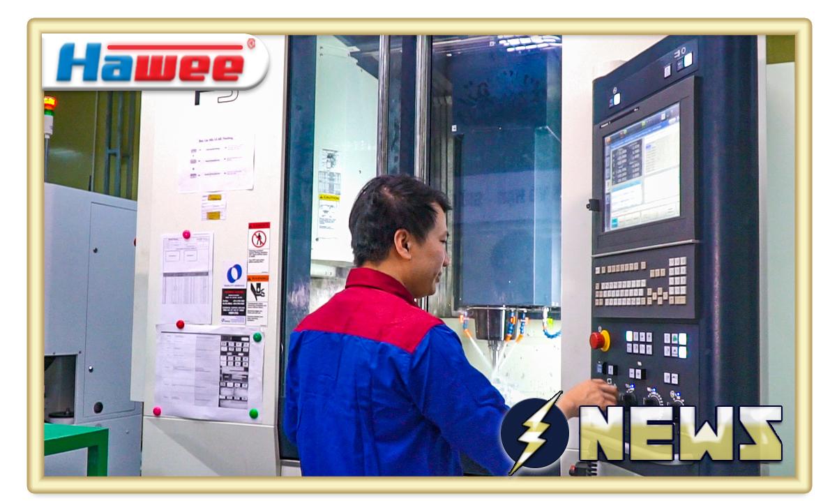 Nhân viên vận hành máy CNC