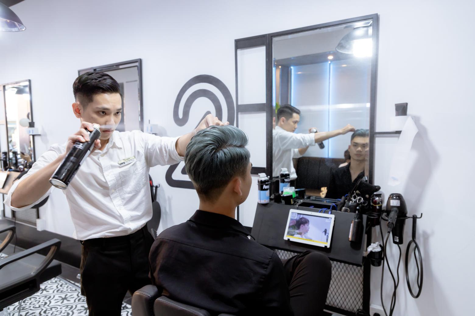 Thợ cắt tóc 150 Trường Chinh